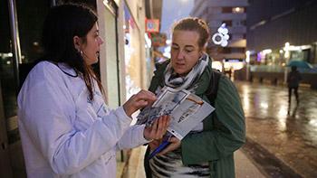 Los minoristas del puerto coruñés promocionan en As Conchiñas su pescado y marisco - Fotografía de Eduardo Pérez